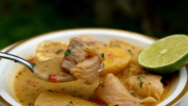Como preparar un sancocho de pescado con la receta de la for Como cocinar pescado