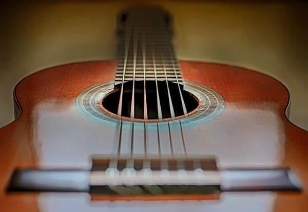 tocar guitarra paso a paso